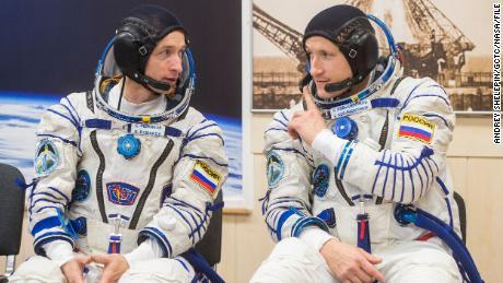 La passeggiata spaziale russa aiuta a preparare una stazione spaziale per una nuova unità