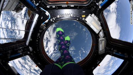 L'astronauta Jessica Meir celebra Hanukkah dallo spazio e da qualsiasi altra parte