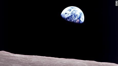Sono passati 50 anni da quando l'Apollo 8 ha unito il mondo fratturato