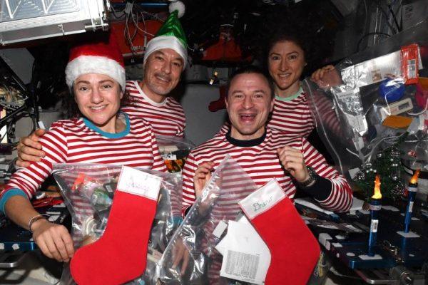 È così che gli astronauti celebrano il Natale e altre festività nello spazio