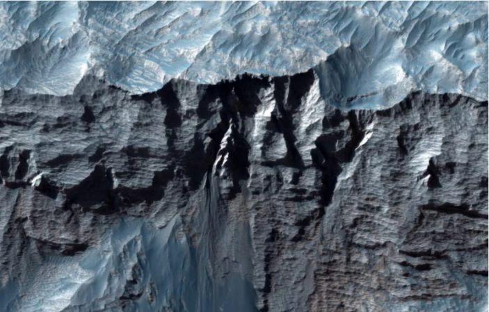 Vista ravvicinata di Marte & # 39;  Vallis Marineris, il canyon più grande del sistema solare.